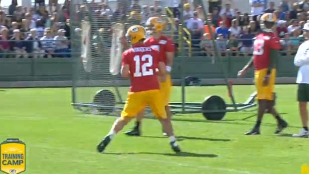 Aaron Rodgers Makes Amazing Throw At Training Camp