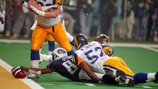 Super Bowl XXIV Kevin Dyson tackled by Mike Jones