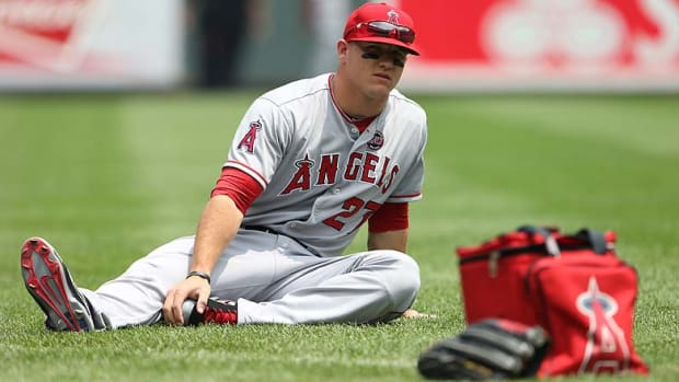 MikeTrout_stretching.jpg