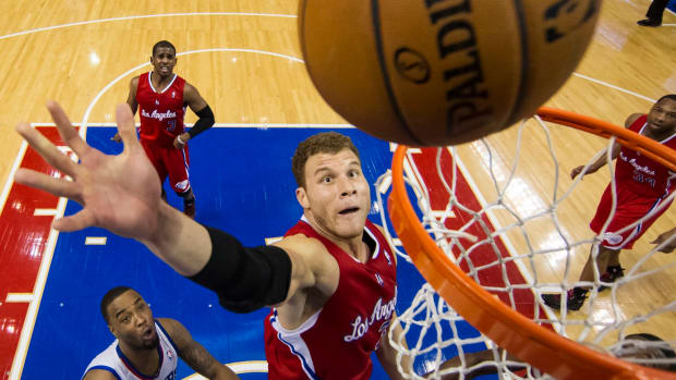 Blake Griffin Gets Into Scuffle, Has Incredible Dunk