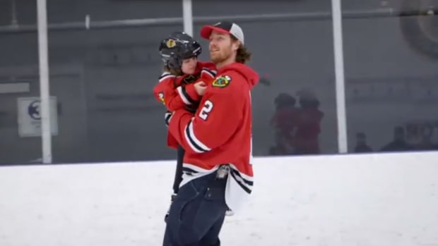 Chicago Blackhawks Player Helps Little Girl Skate for the First Time