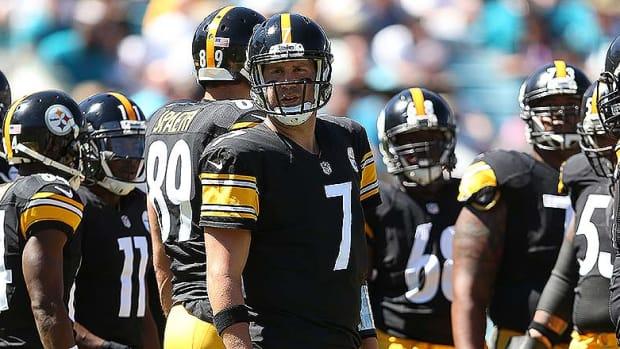 BenRoethlisberger_Steelers_huddle_2014.jpg