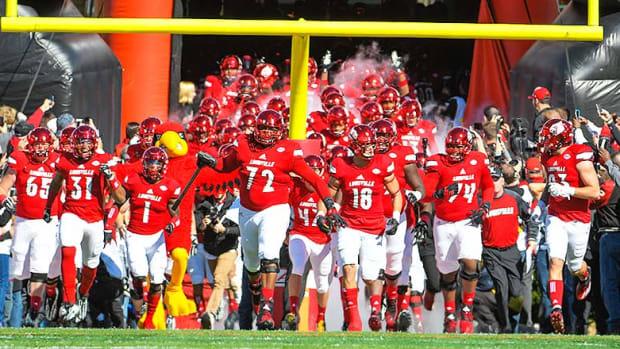 Louisville_Cardinals_entrance_2016.jpg