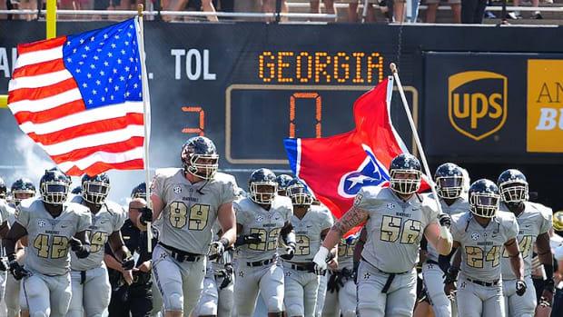 Vanderbilt_Commodores_entrance_Georgia_2015.jpg