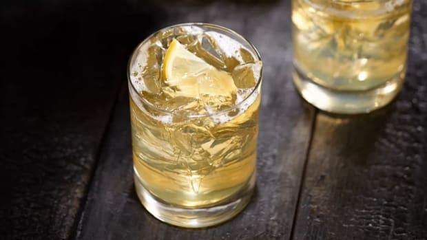 Whiskey Cocktails: Jack Honey & Lemonade