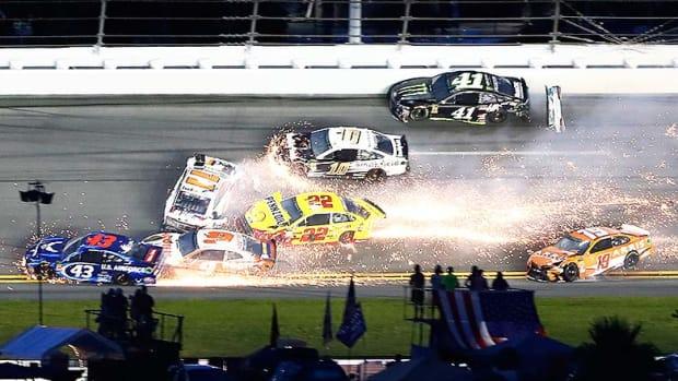2018_CokeZeroSugar_Daytona_wreck.jpg