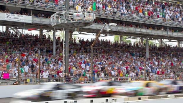 Indy-Flagstand_800.jpg