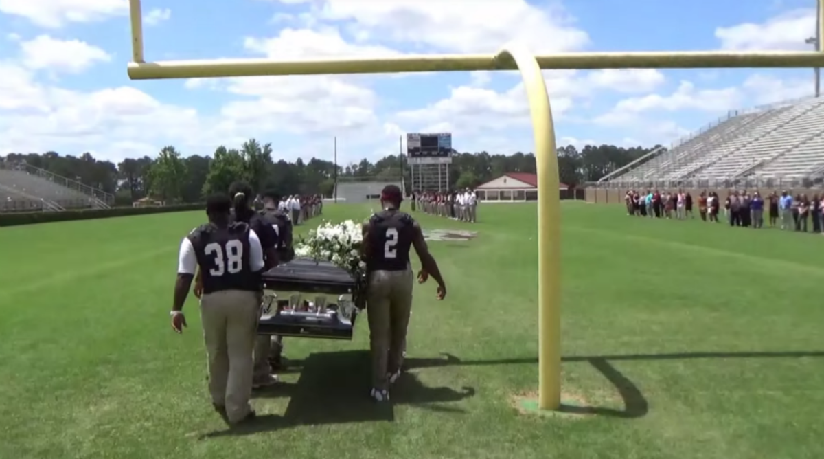 Football Players Grant Teammates Dying Wish, Carry Him Across Field