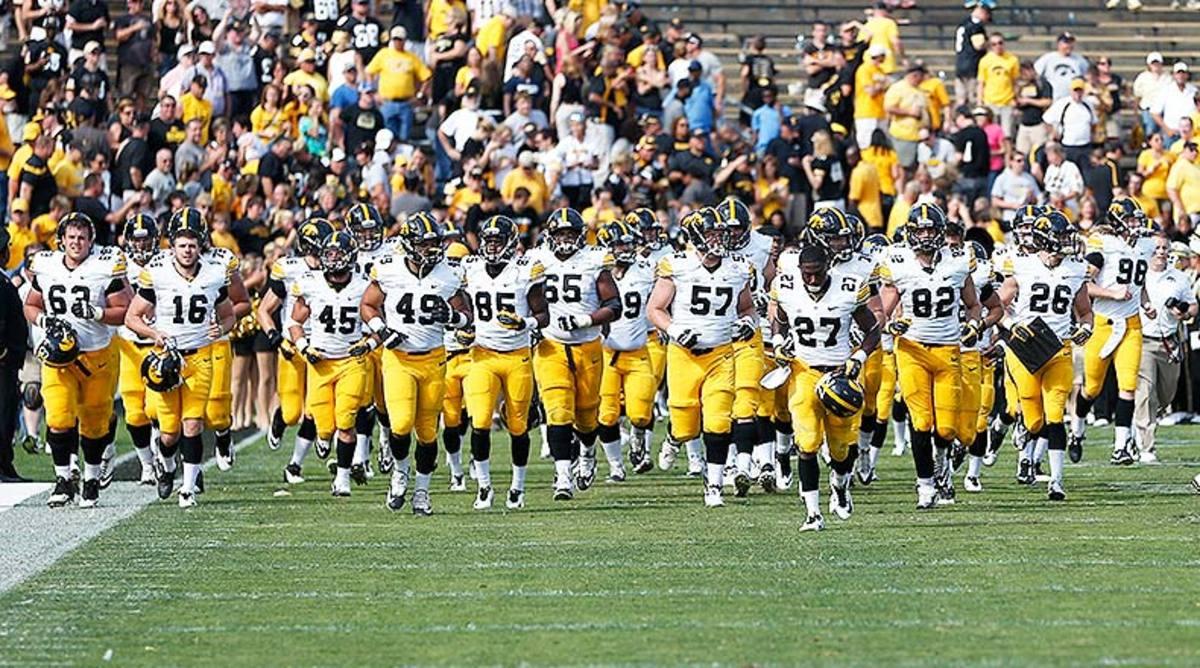 Iowa_Hawkeyes_team_2014.jpg
