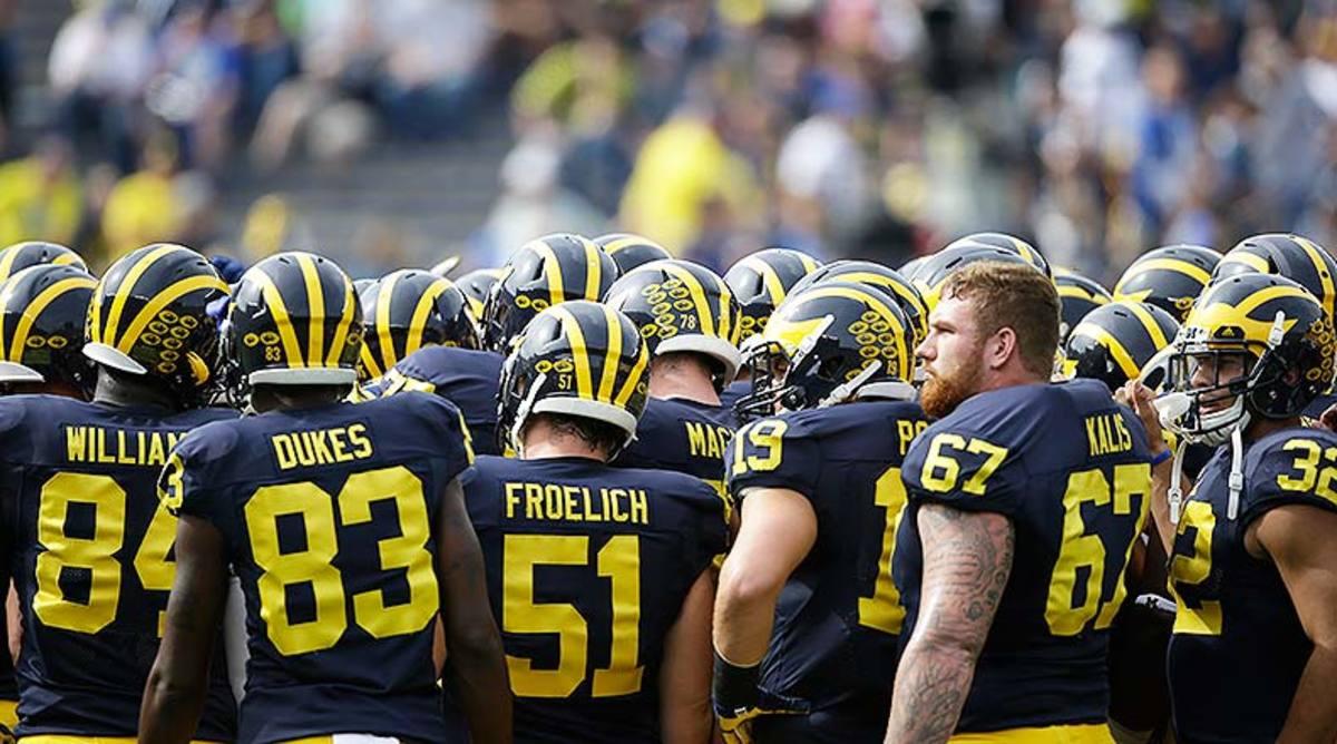 Michigan_Wolverines_team_2015.jpg