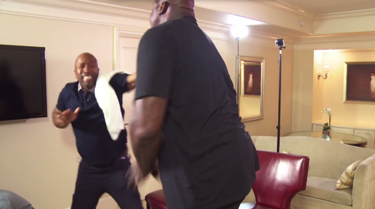 Kenny Smith Destroys Shaquille O'Neal in Mortal Kombat