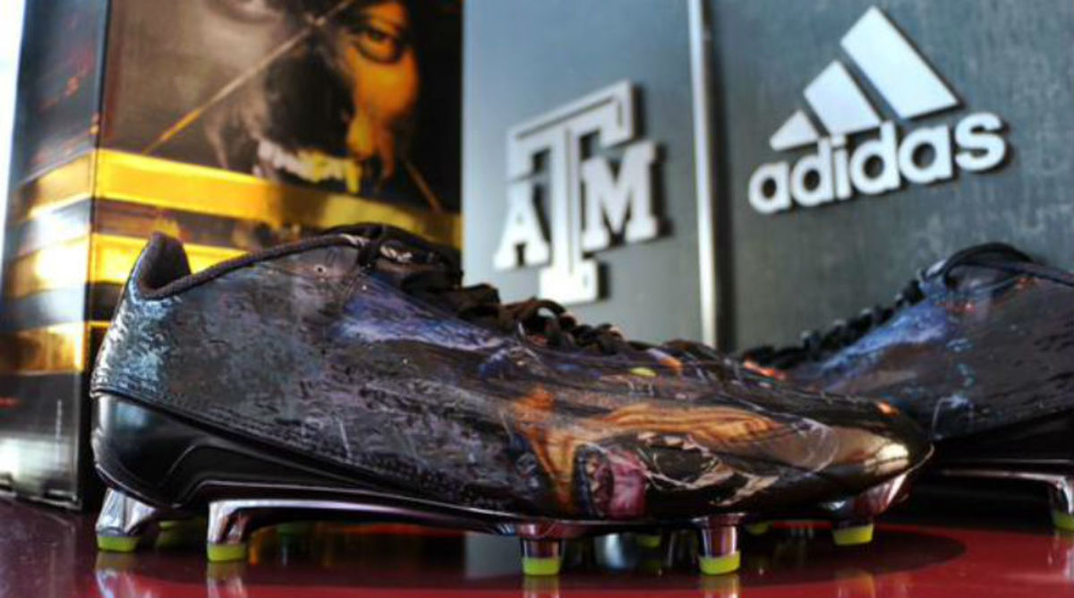 Snoop Dogg Hooks Texas A&M Up With adidas Cleats