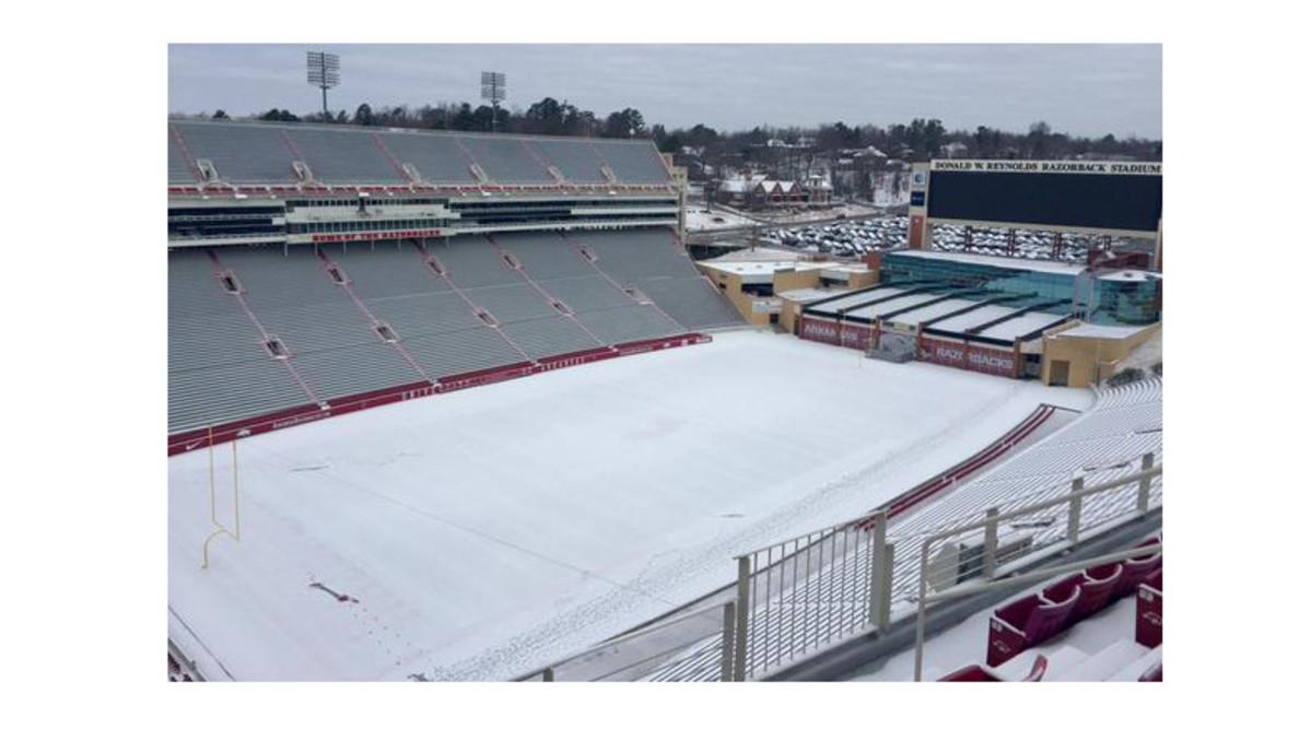 Arkansas-Stadium-Snow.jpg
