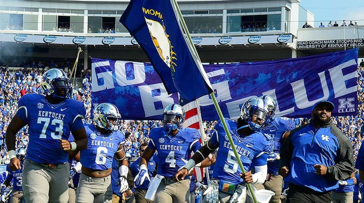 Kentucky_Wildcats_entrance_2014.jpg
