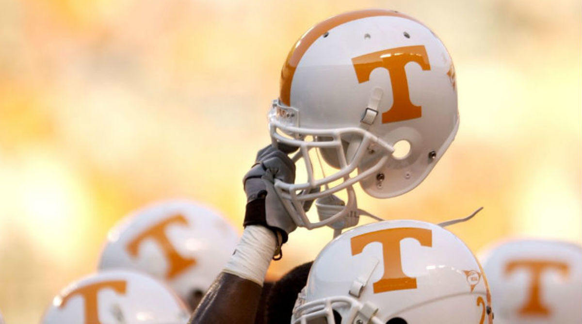 012215-CFB-Tennessee-Volunteers-helmet-SS-PI.jpg