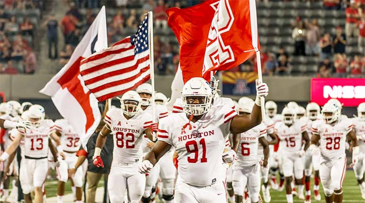 Houston_Cougars_team_entrance_2017_uhcougars.jpg