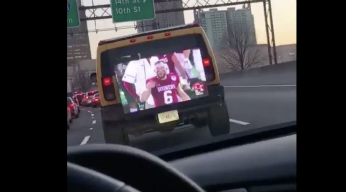 Georgia Fan Rides Around With Flat Screen Playing Rose Bowl Game on Back of Hummer
