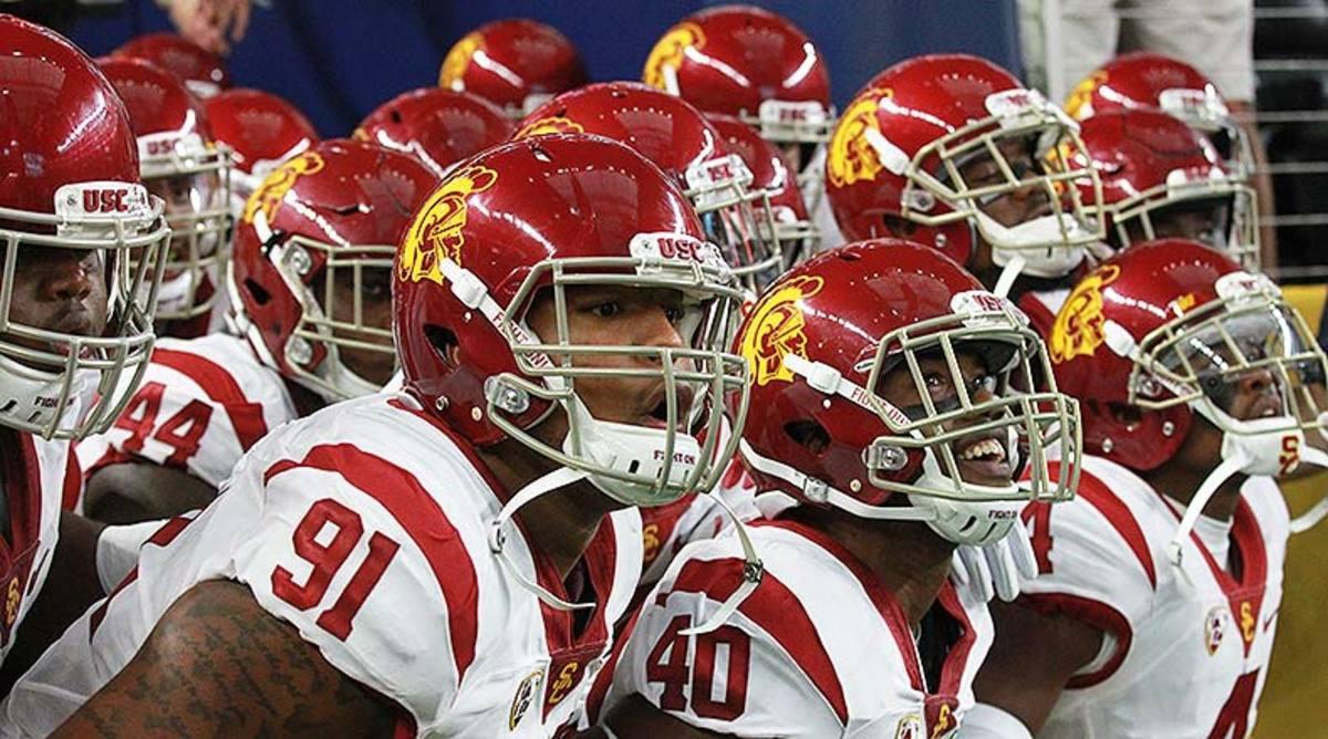USC_Trojans_team_entrance_2016.jpg
