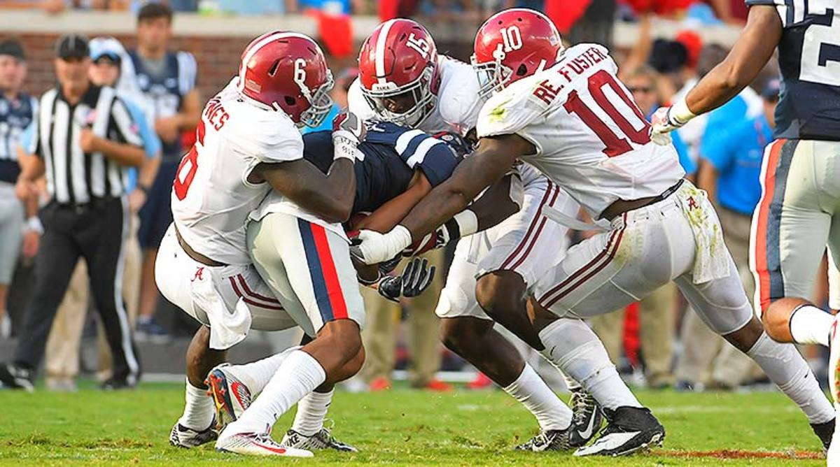 Alabama_CrimsonTide_defense_2016.jpg