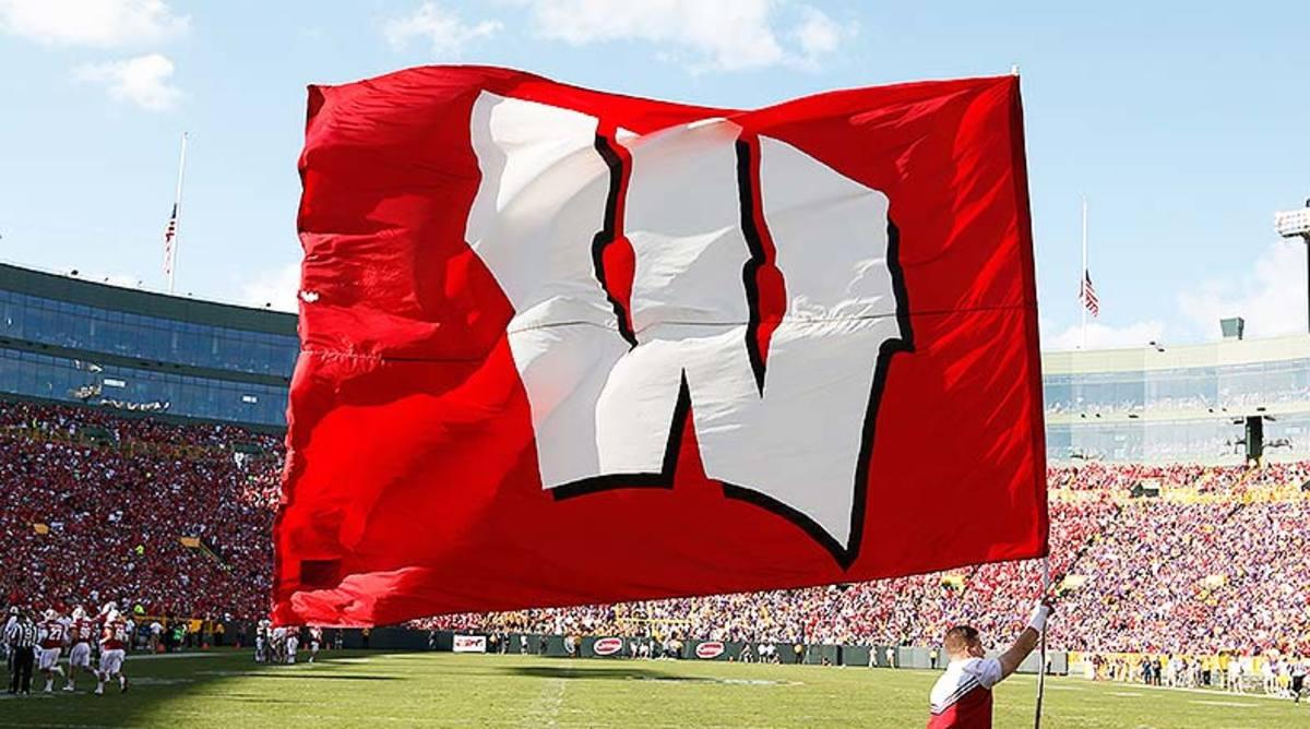 Wisconsin_Badgers_flag_2016.jpg
