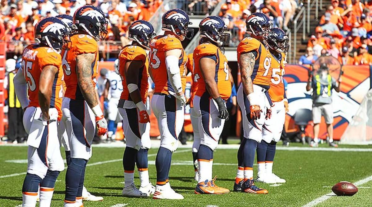 Denver_Broncos_defense_2016.jpg