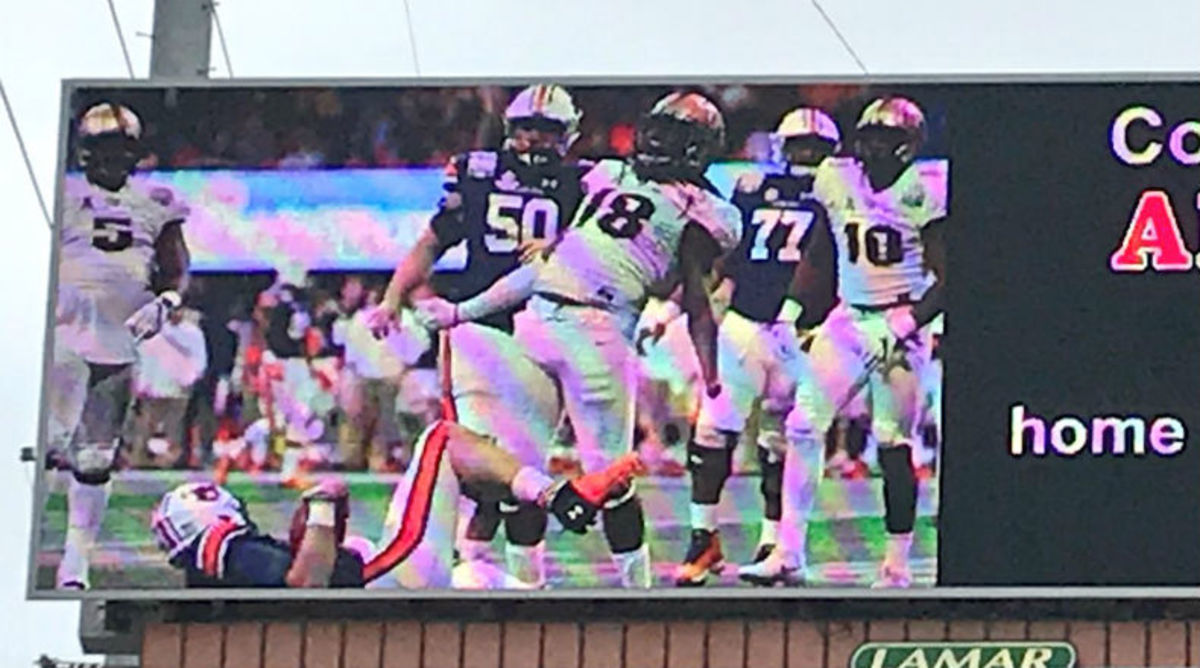 UCF Fans Place Billboard Ad in Tuscaloosa Aimed at Alabama