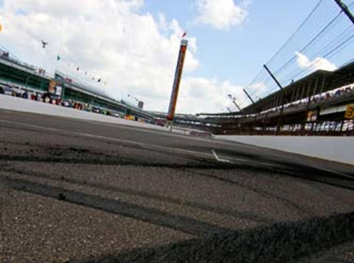 Indy-Frontstretch_332.jpg