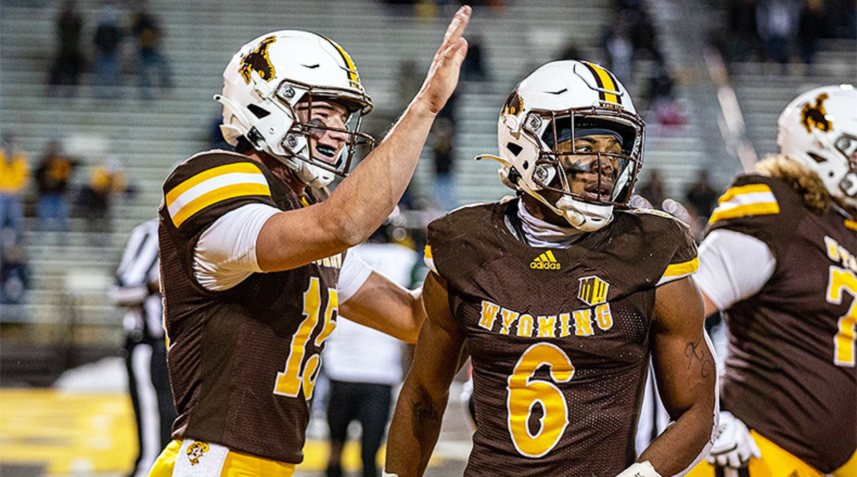 Utah State vs. Wyoming Football Prediction and Preview