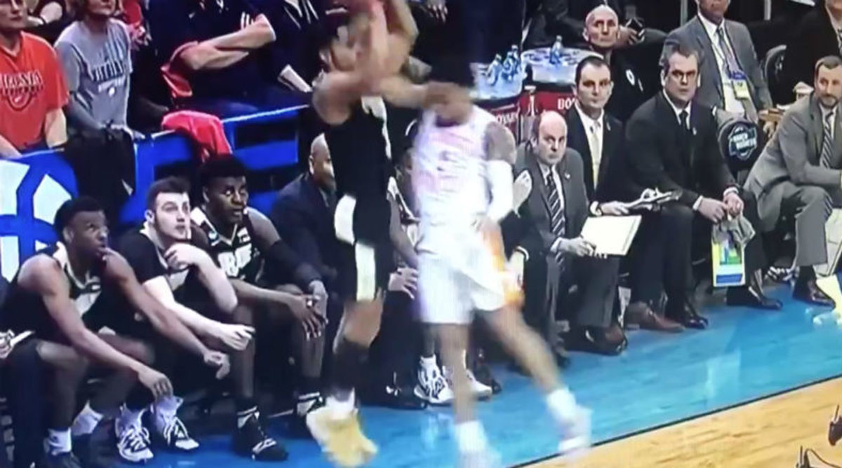 Tennessee Fans Dispute Late Foul Call Against Purdue