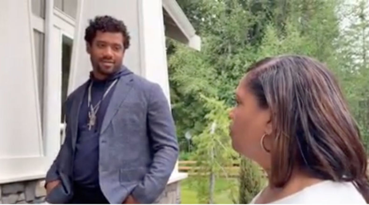 Russell Wilson Surprises Mom With New House on Mother's Day