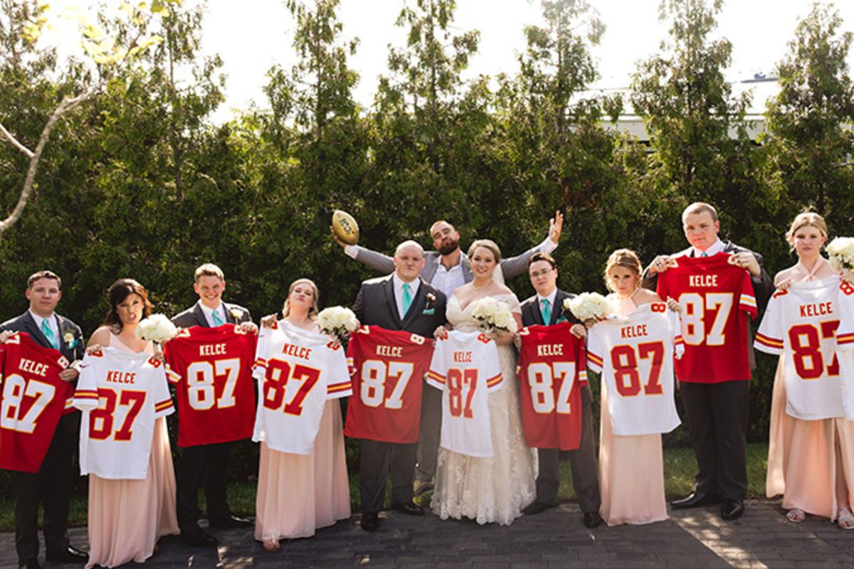 Travis Kelce attends fans' wedding